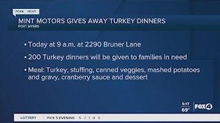 Mint motors gives away turkey dinners