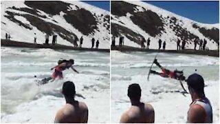 Come sarà fare snowboard e cadere a faccia in giù nella neve?