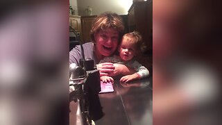 Woman has Cutest Way of Telling her Mom she's Pregnant