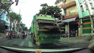 Mai utilizzare il cellulare mentre si guida il motorino!