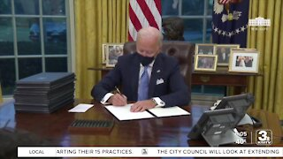 Biden unveils COVID-19 plan, signs 10 executive orders to help battle virus
