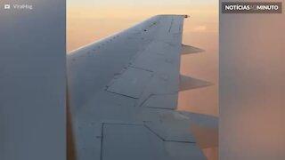 Passageiro de avião faz descoberta assustadora