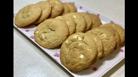 The Best White Chocolate Chip Cookies (Quick and Easy)