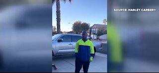 Las Vegas sanitation worker sings Christmas song to kids