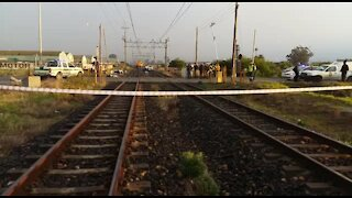 UPDATE 2 - Train collides with vehicle, killing seven in Cape Town (8Dv)