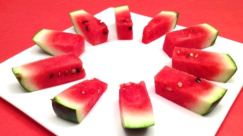 How to cut and serve a watermelon in one minute