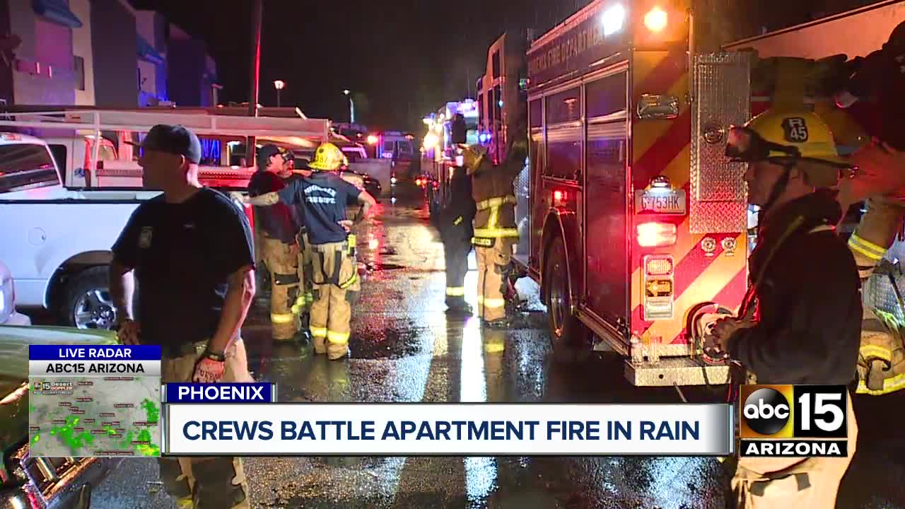 Family of 5 displaced after apartment fire in Phoenix