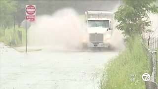 New rain causes more flooding on the roads