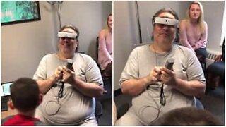 Blind mann ser familien sin for første gang etter 13 år