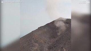 Incredibile eruzione vulcanica filmata dal drone