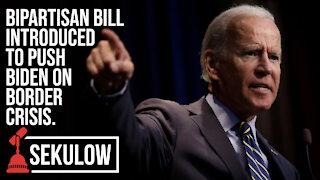 Bipartisan Bill to Push Biden on Border Crisis