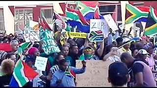 Streets of Cape Town filled with anti-Zuma protestors (sbp)