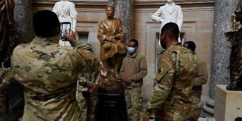 Farewell Facebook 有干预非洲选举吗? 为什么国民卫队像游客一样地拍照留念? 美国开始军管了吗?