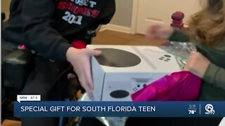 Delray Beach restaurant owner surprises teen with a genetic disorder