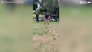 Alguma vez viu uma tacada de golfe de 360 graus?