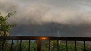 Skummel storm spilt inn med timelapse video