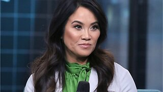 """Kim Kardashian """"Obsessed"""" With Dr. Pimple Popper"""