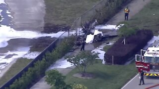 Plane crashes into vehicle in Pembroke Pines