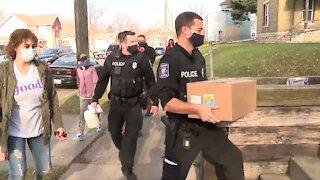 Racine police deliver free Thanksgiving meals