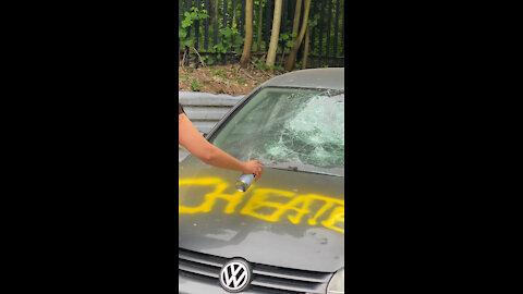 Friends Record Girlfriend Smashing Up Cheating Boyfriend's Car!