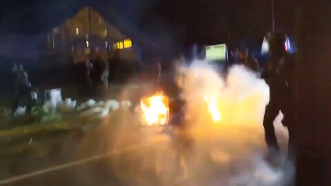 INTENSE: Police in Portland Storm Street to Clear Rioters as Parts of Street on Fire