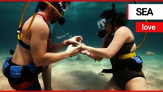 Man surprises his girlfriend by proposing 30ft deep in the Caribbean Sea