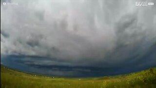 La formation d'une tempête filmée en vidéo accélérée