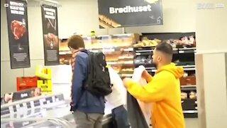 Il piège les clients d'un supermarché
