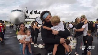 Lightning return home to Tampa with the Stanley Cup, reunite with families