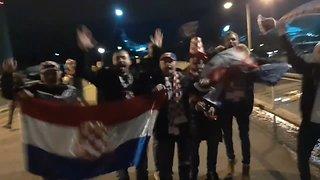 Hrvatski navijači slave pobjedu protiv Španjolske