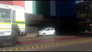 Police gun down man in Johannesburg after stabbing (EiK)