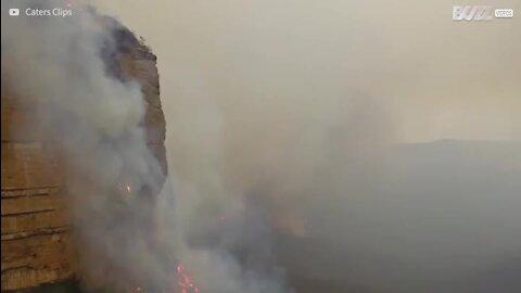 Assustador incêndio em ravina na Austrália