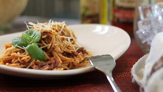 Learn how to make delicious red pesto sauce
