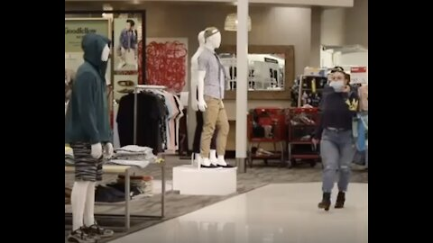 Man Dresses Up As A Mannequin And Pranks Customers!