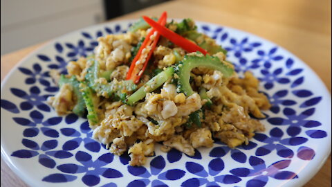 How to make Thai stir fried bitter melon with duck eggs