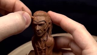 Artist incredibly sculpts Loki (Tom Hiddleston) out of clay