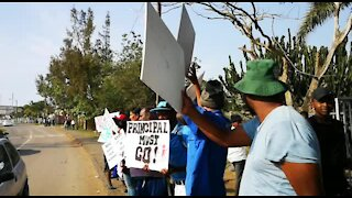 SOUTH AFRICA - Durban - Daleview Secondary school parents protest (Videos) (2ZD)