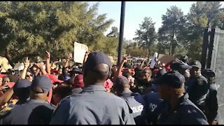 #TotalShutdown protesters clash with police, demand Ramaphosa (b5y)