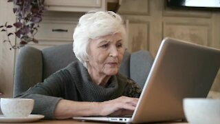 St. Mary's Outreach Center helping seniors make COVID vaccination appointments online