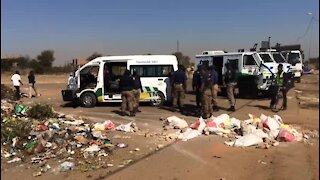 Main road barricaded in service delivery protest (q5E)
