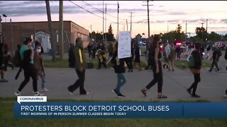 Protesters block Detroit school buses