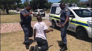 Port Elizabeth community apprehend suspected robber (9M6)