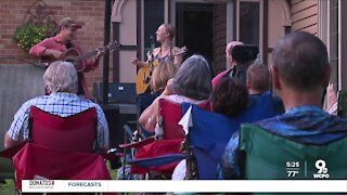 Singer hosts pop-up backyard concert