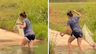 Guy can't stop laughing at wife's failed attempts to get out of water