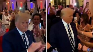 Crowd Gives President Trump STANDING OVATION at Lincoln Day Fundraiser!