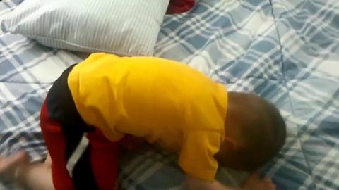 Epic fail: Toddler misjudges jump trick