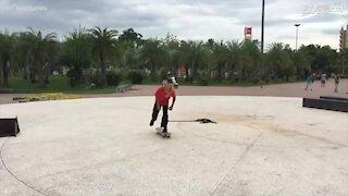 Skater realizza acrobazie mai viste prima!