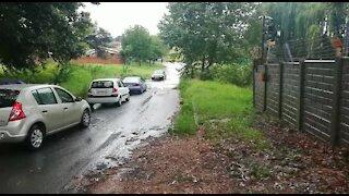 Rain causes flash flooding in Johannesburg (FbQ)