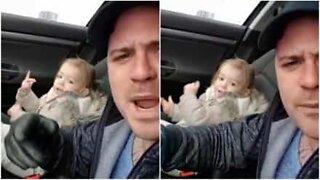 Far med 2 år gammel datter slår seg løs i bilen