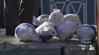Hundreds receive food for Thanksgiving meals